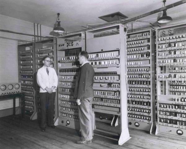El EDSAC (Electronic Delay Storage Calculator). Foto: Universidad de Cambridge.